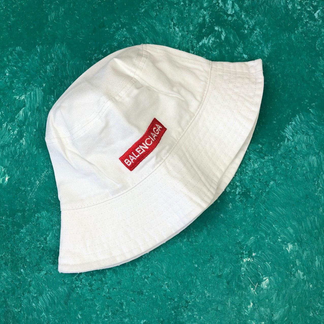 Панама Bucket Hat Balenciaga Mode Баленсиага с красной полосой Белая