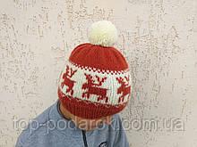 Зимняя шапка с оленями и помпоном вязанная ручной работы