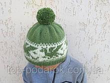 Зимняя шапка с драконамии и помпоном вязанная ручной работы