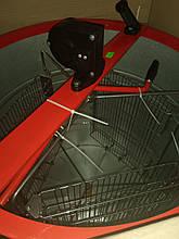 Медогонка 3-х рам поворотная алюмоцинковая (под рамки Дадан)