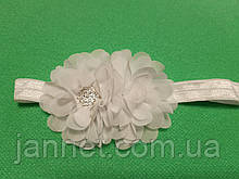 Детская белая повязка с цветком - размер универсальный (на резинке), цветок 10см