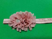 Детская повязка цвета пудры с цветком - размер универсальный (на резинке), цветок 10см