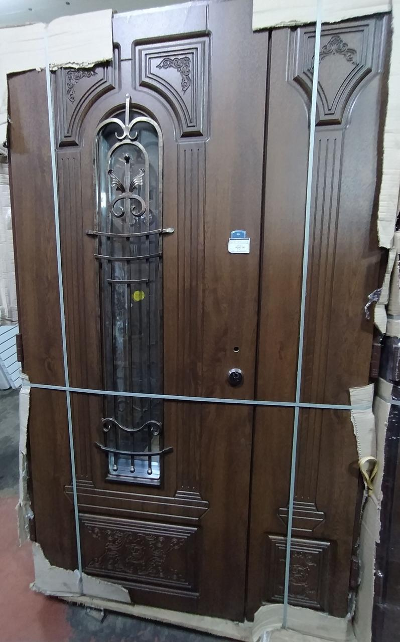 Двери входные L 1200 - Дуб темный, рама 110 + стекло + ковка, Z-180 (00870)