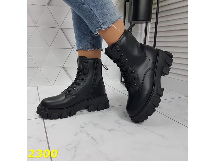 Ботинки на высокой тракторной подошве черные демисезон К2300