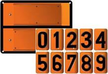 Табличка оранжевого цвета с набором сменных цифр