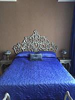Кровать с резным изголовьем