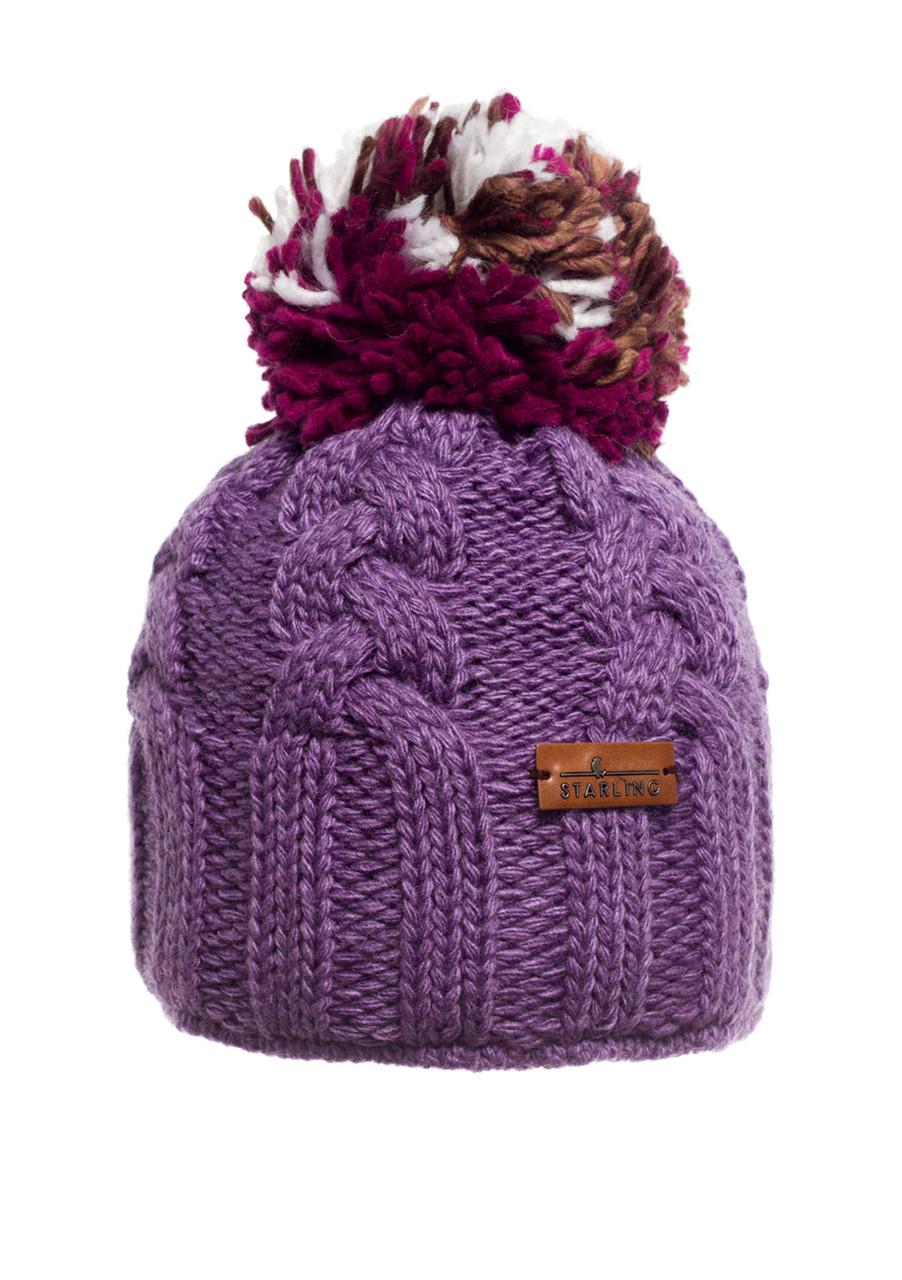 Красивая теплая связанная косами женская фиолетовая шапка.