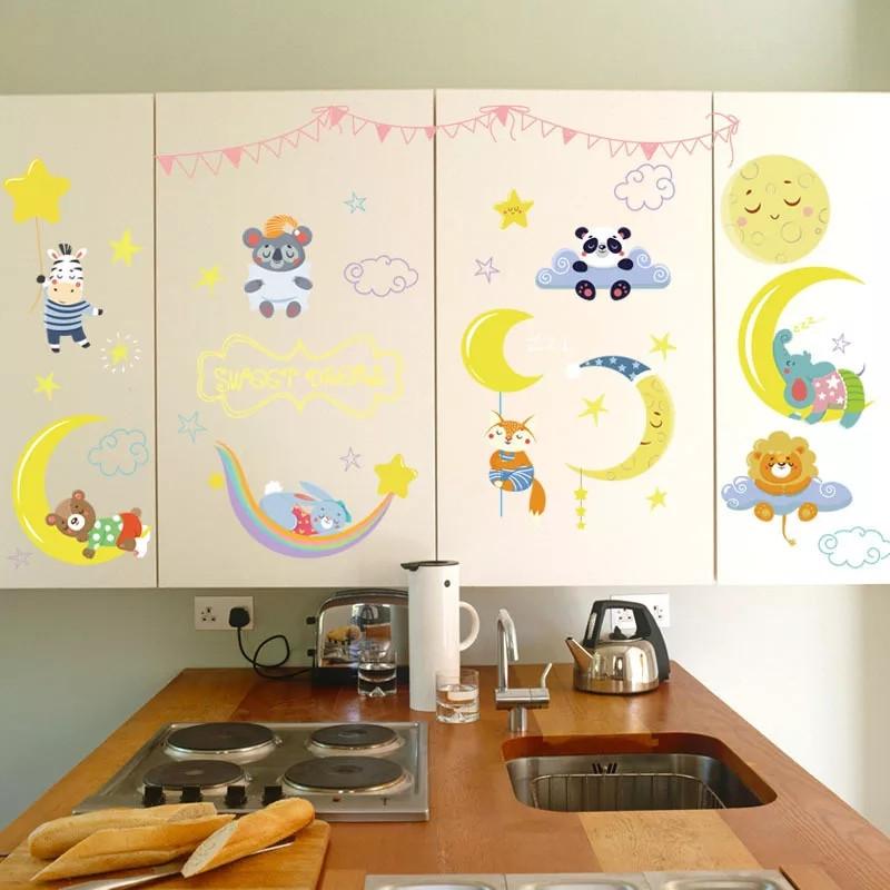 """Виниловые наклейки на стену, шкаф в детскую """"Зверята спят на луне"""" 80см*60см (лист 50*70см)"""