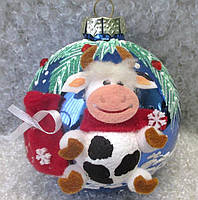"""Новогодняя елочная игрушка, подарок, символ года 85 мм """"Корова на шаре"""""""