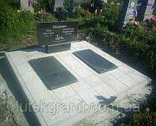 Пам'ятник подвійний з натурального каменю габро