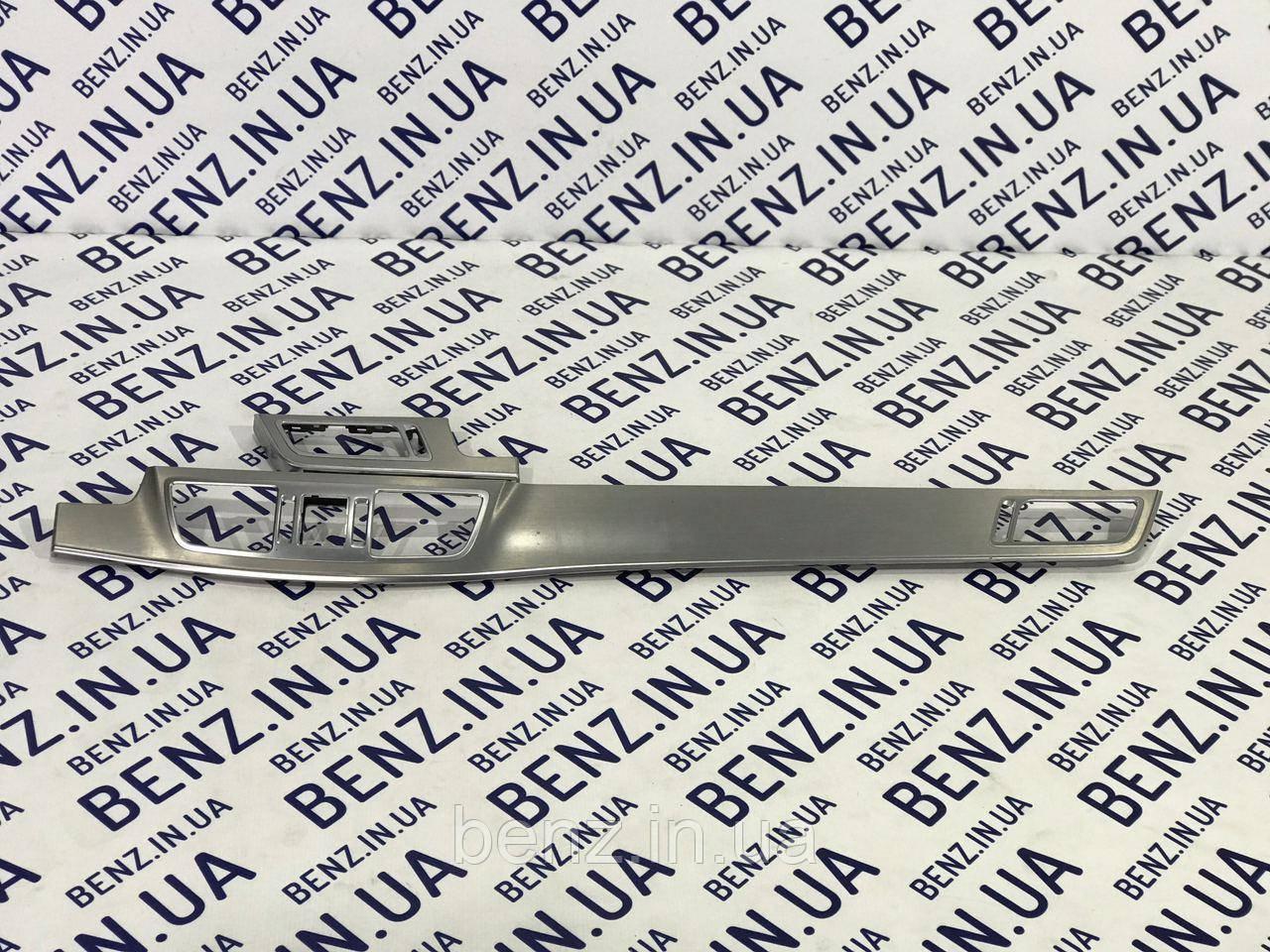 Декоративная накладка торпеды W212 рестайлинг A2126809900 / A2126800001