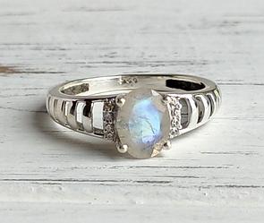 Индийское серебряное кольцо с лунным камнем и цирконом 17 размера