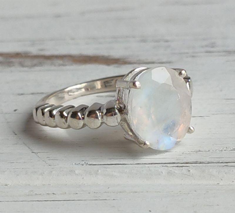 Серебряное кольцо с лунным камнем 16 размер