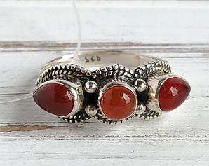 Серебряное восточное кольцо 19 размера с тремя камнями(сердолик)