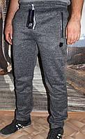 Серые спортивные брюки на флисе