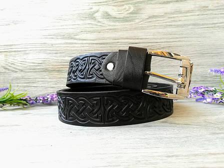 Кожаный ремень мужской черный классический для джинсов с тиснением кельтский узел (пряжка №2), фото 2