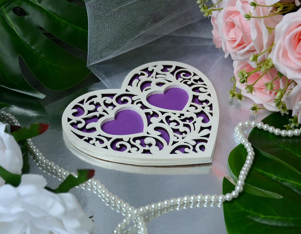 Деревянная подставка для обручальных колец с белым узором в фиолетовом цвете