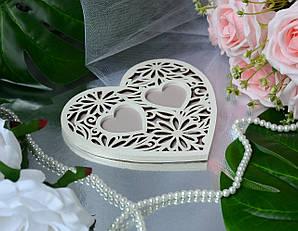 Деревянная подставка для обручальных колец с белым узором , цвет капучино