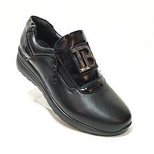 Жіночі туфлі весняні з лаковими вставками на блискавці Чорні