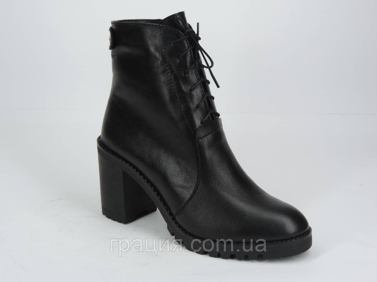 Ботинки женские кожаные на каблуке со шнуровкой