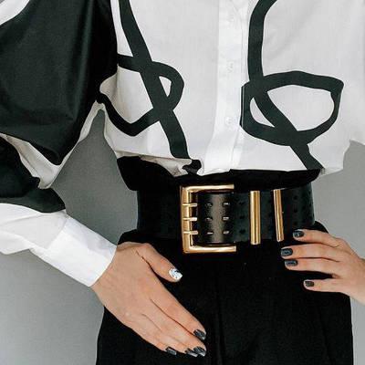 Женский ремень широкий эко-кожаный черный с золотой массивной квадратной пряжкой