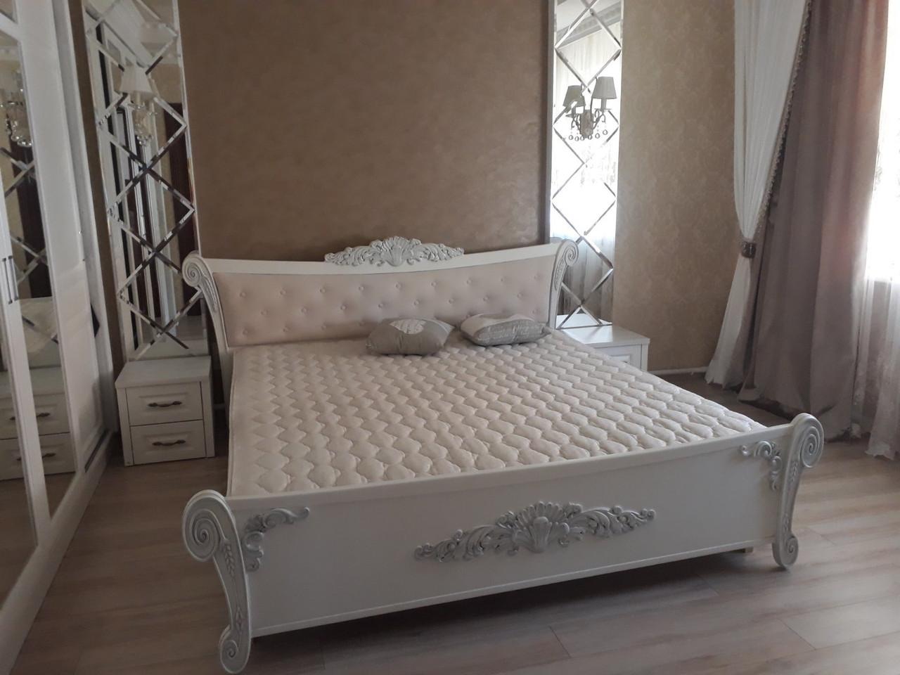 Ліжко масив ясеня з різьбою