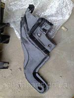 Кронштейн рычага переднего левый Джили СК / Geely CK 1400525180