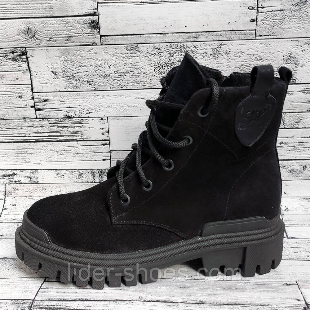 Замшевые женские ботинки на шнуровке черные