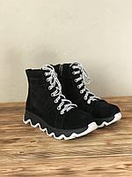 Женские ботинки замшевые демисезонные на тракторной подошве