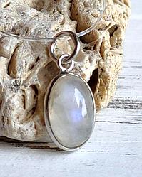 Серебряный кулон с лунным камнем 12х8 мм