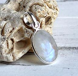 Серебряный кулон с лунным камнем 14х10 мм