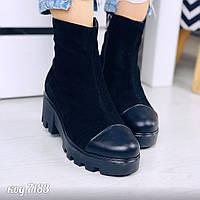 Демисезонные замшевые черные ботинки со вставкой кожи на носке на платформе и каблуке (19В), фото 1