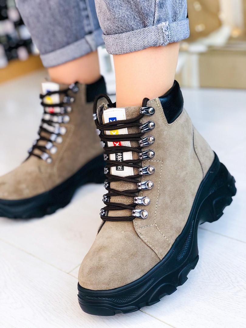 Коричневые зимние ботинки из натуральной замши на шнуровке, внутри набивная овчина (13А)