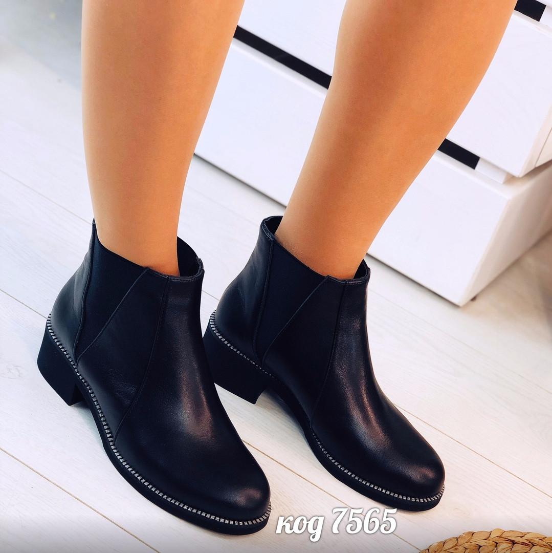 Демисезонные черные ботинки из натуральной кожи с широкими резинками по бокам (14а)
