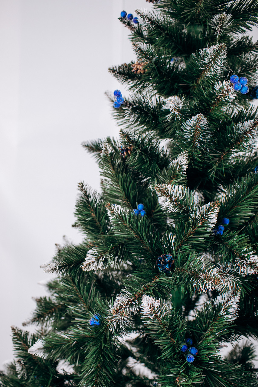 Ель искусственная  3 м Рождественская калина голубая с шишками