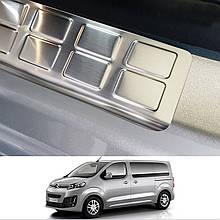 Накладки на пороги задних сдвижных дверей для Opel Vivaro С / Zafira Life 2019+ /нерж.сталь/