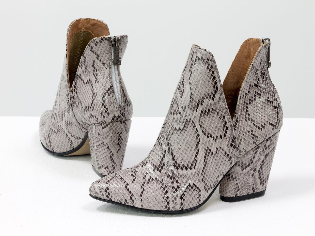 """Женские стильные туфли-ботинки из натуральной итальянской кожи с текстурой """"питон"""" серо-коричневого цвета"""