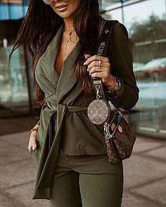 Красивий жіночий костюм