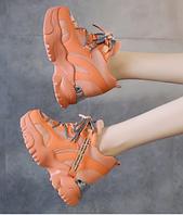 Яркие женские демисезонные кроссовки на танкетке 10 см