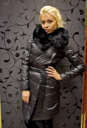 Стеганное пальто с обьемным мехом и кожаным поясом (разные цвета)