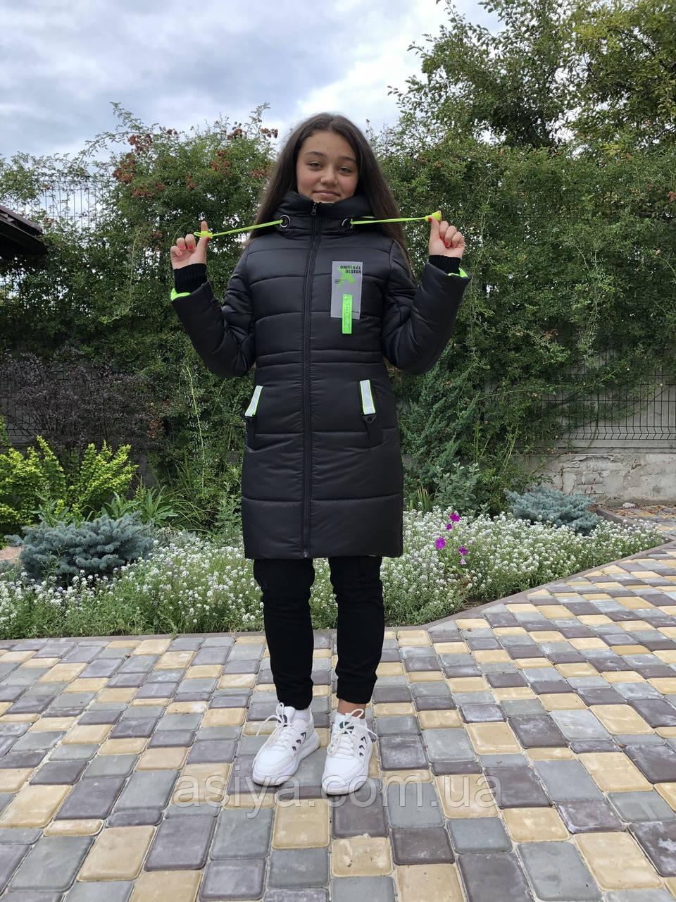 Зимняя куртка на девочку удлиненная Анюта черно-салатного цвета