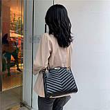 Женская большая классическая сумка на цепочке бежевая, фото 5