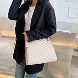 Женская большая классическая сумка на цепочке бежевая, фото 2