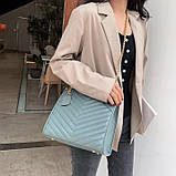 Женская большая классическая сумка на цепочке бежевая, фото 9