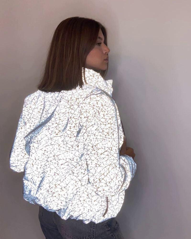ОПТОМ Куртка женская светоотражающая из рефлективной ткани с голографическим принтом