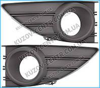 Решетка бампера Renault Fluence 09- под ПТФ, левая (окуля. черный) (FPS) 261521098R