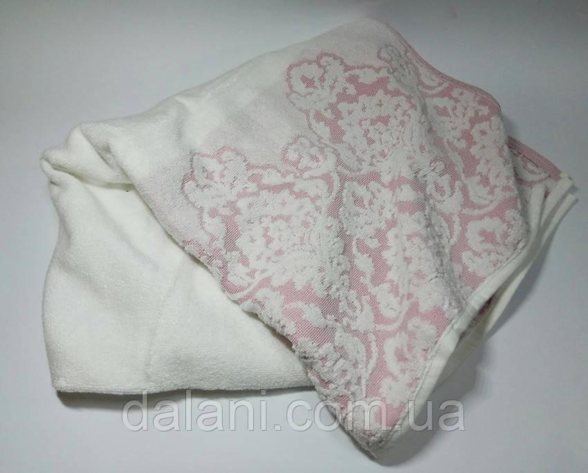 Полотенце розовое из жаккарда с узором