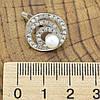 Серебряные серьги Лабиринт размер 16х16 мм вставка искусственный жемчуг и белые фианиты вес 5.3 г, фото 2