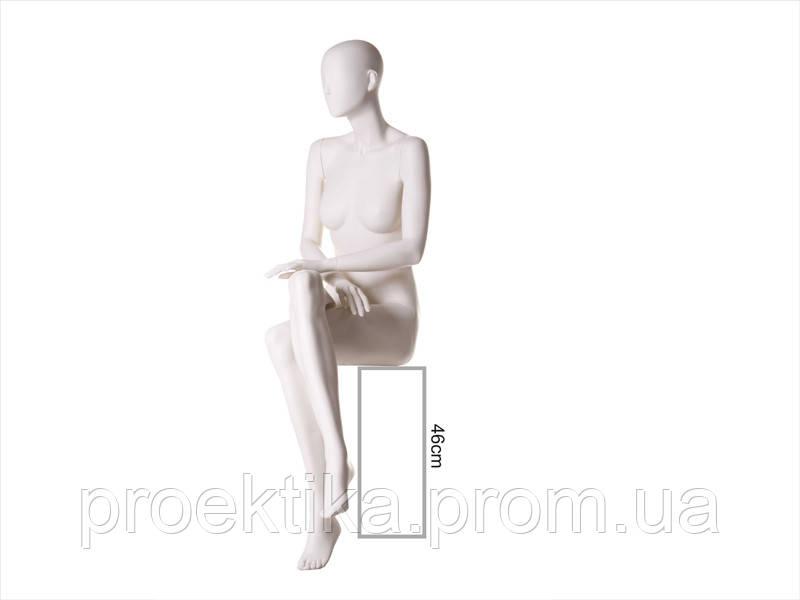 Манекен женский сидячий безликий белый