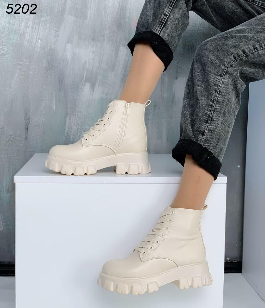 Демисезонные бежевые женские ботинки на флисе из экокожи со шнуровкой BO5202